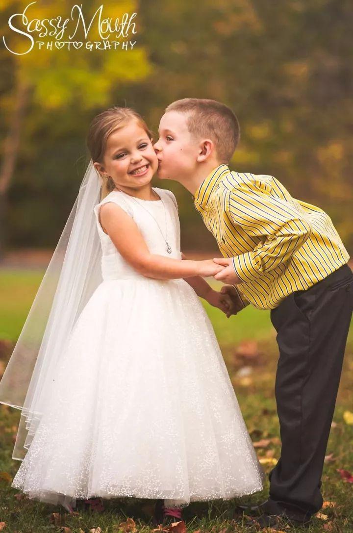 5岁的她嫁给了爱情,这对小天使的婚礼感动所有人!-金融微周刊