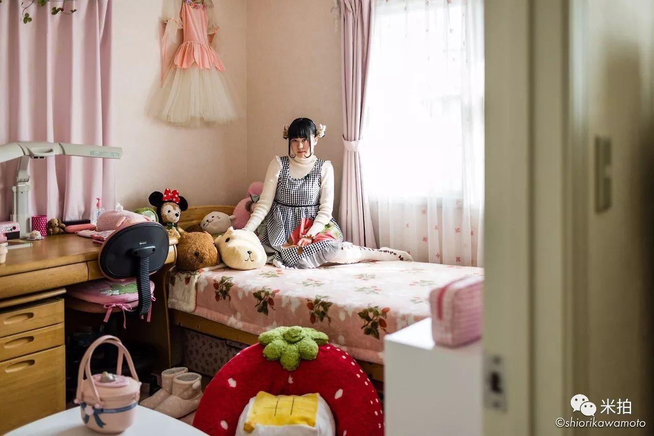 5年时间,他窥探了100位日本宅女的私密空间…-金融微周刊