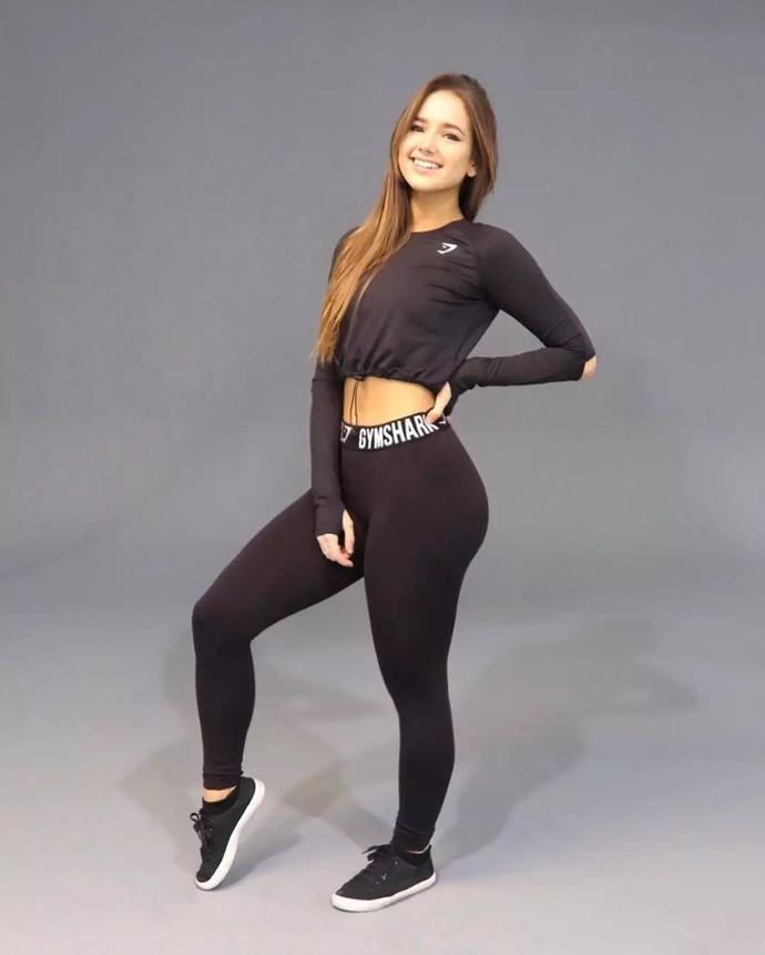 她健身3年练的蜂腰翘臀,这个身材劲爆的20岁少女秒杀一票网红-金融微周刊
